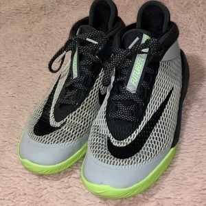 Boys Nike Future Flight Size 6Y